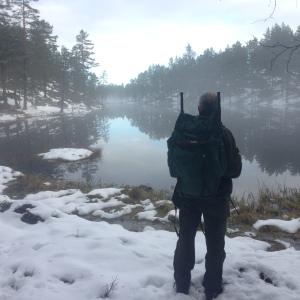Snø, skau, vann og tanker i høsten